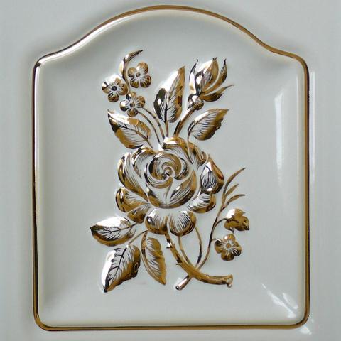 Bild: K 200 · Glasur 1040 Motiv »Rose« gold dekoriert